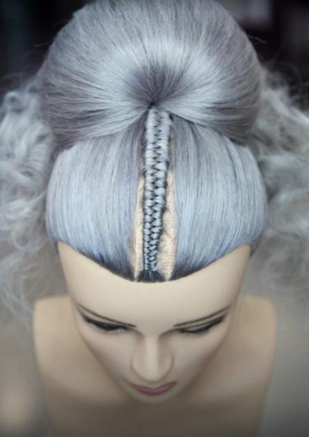 Frisierkopf Echthaar grau gefärbt mit Braid Flechtzopf an Kopfhaut